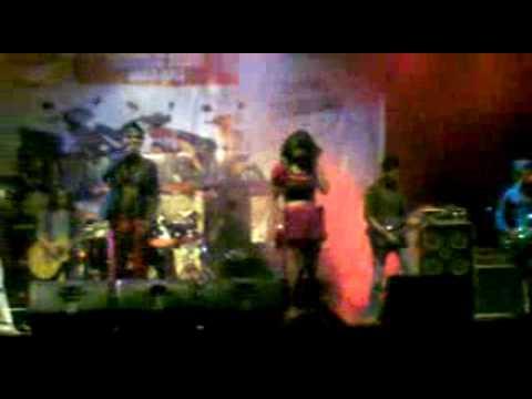 Watu Cilik live performed by SRI REDJEKI from djogjakarta