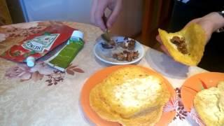 Тако мексиканские кукурузные лепешки тортилии с мясом.