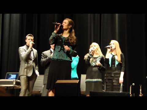 Brooklyn Collingsworth Collingsworth Family sings Nothings Worrying Me