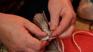 Как вязать носки спицами после пятки - Урок 5(Как вязать носки спицами после пятки - продолжаем вязать носок. Смотрите видео как вязать носок от мыска,..., 2014-09-04T07:22:27.000Z)