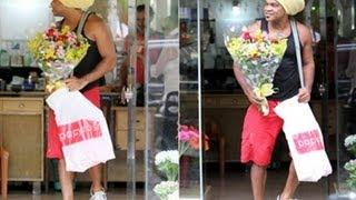 Vídeo! Carlinhos Brown compra buquê de flores no Rio