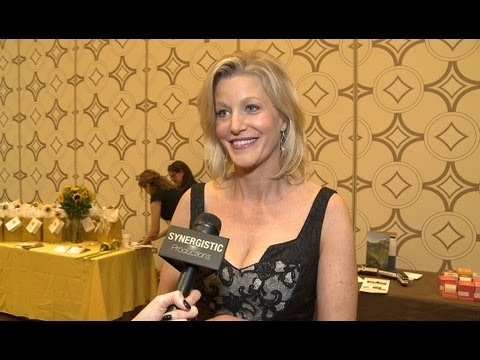 Anna Gunn - From Mrs. White to Mrs. Heisenberg - Breaking Bad