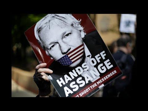 Donald Trump is 'debating' pardoning Julian Assange - Tuesday's 19/01/2021 News Briefing