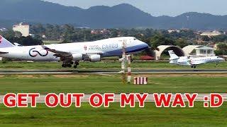 Máy bay khổng lồ và tí hon hạ cánh xuống SB Nội Bài.