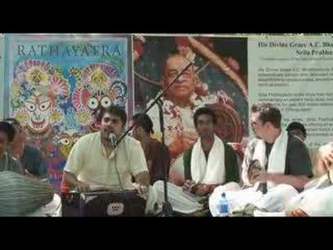 Rathayatra - Amala Kirtan das - Hare Krishna Bhajan - 1/9