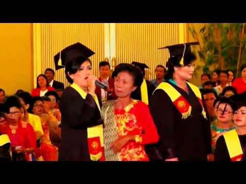 Tangiang Ni Dainang Oleh Shety Simamora Wisudawati Universitas Katolik Santo Thomas