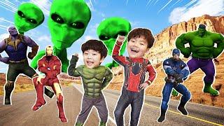 외계인과 만난 지환이! 헐크 스파이더맨 변신해서 춤춰요 Transform into a superhero and dance with aliens