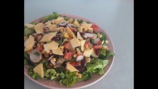 Сочный салат из овощей с авокадо и сыром. Вкусный овощной салат. Вкусная заправка для салата