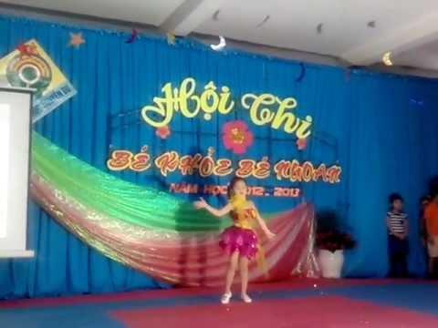 Tiết mục biểu diễn của Nguyệt Hà ở hội thi Bé khỏe bé ngoan ngày 13.4.2013