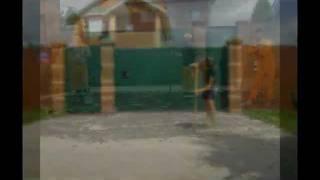 видео Благоустройство территории и асфальтирование дорог у загородного дома