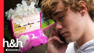 El repartidor arruina el pastel ¡y toma el castigo!   Cake Boss   Discovery H&H