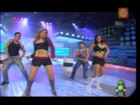 Alessandra Zignago y Melissa Loza en baile de introducción
