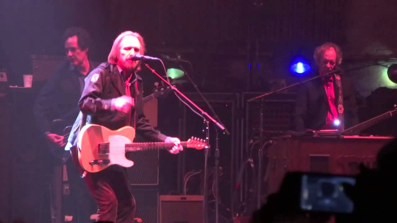 tom petty and the heartbreakers love is a long road live beacon theater nyc 2013 youtube. Black Bedroom Furniture Sets. Home Design Ideas