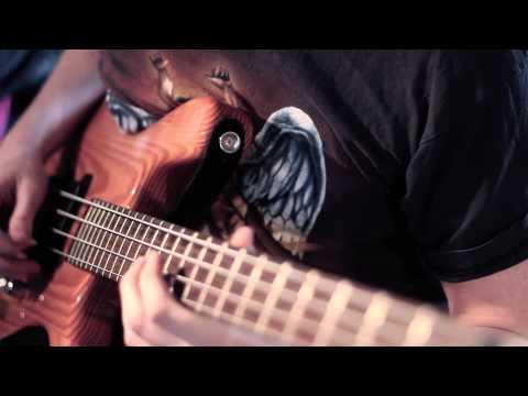 How to get Duff McKagen Bass Sound   Logic Pro 9