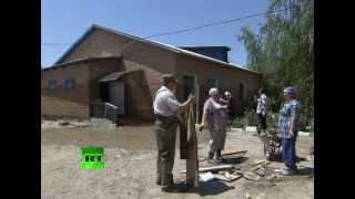 Все больше волонтеров приезжает в Крымск(Все большее число добровольцев из разных городов России приезжают в Крымск, чтобы оказать помощь пострадав..., 2012-07-12T08:54:28.000Z)