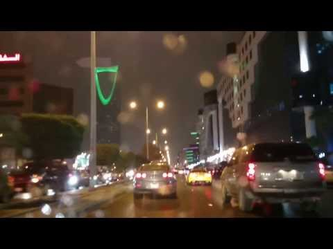 Kingdom Tower struck by lightning, Riyadh storm, 16 NOV 2013