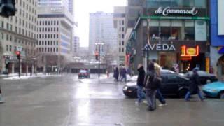 marcher dans les rues de Montréal