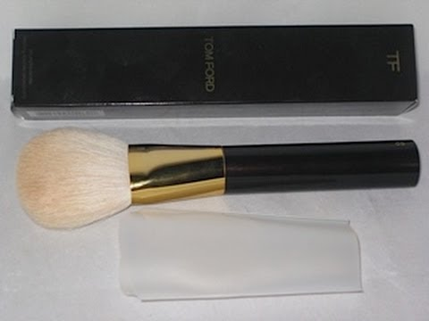 review tom ford bronzer brush lisasz09 youtube. Black Bedroom Furniture Sets. Home Design Ideas