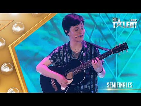FELIPE mostró su esencia junto a una banda y su guitarra