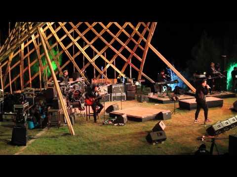 Tulus -  Bunga Tidur - Jazz Gunung 2015 - Hijaunya Jazz Di Kemerduan Alam