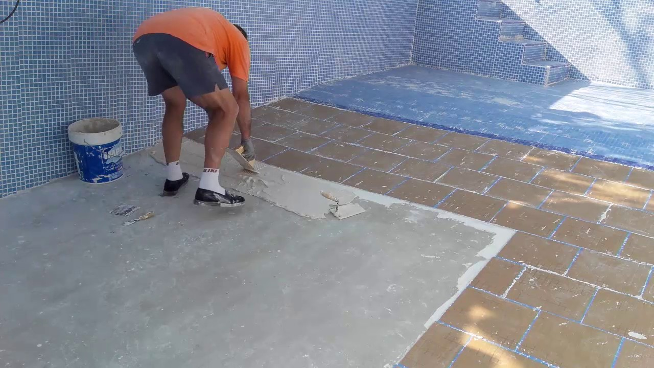 14 piscina de pintada a gresite gresite suelo youtube for Gresite para piscinas