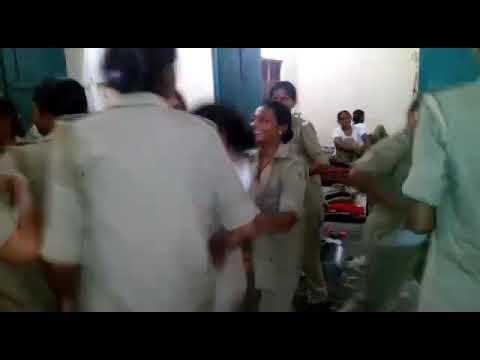 Police bali ladkiyo ka dance