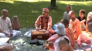 HH Kadamba Kanana Swami Kirtan In The Park 30 08 2015