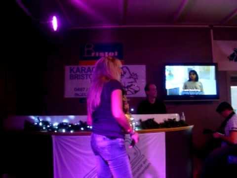 Heidi - Halve Finale -  Vlaams Kampioenschap Karaoke - What's Up