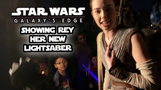 I SHOWED REY HER NEW LIGHTSABER AT GALAXY's EDGE!