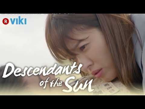 descendants-of-the-sun---ep3-|-song-joong-ki-plays-mine-trick-on-song-hye-kyo-[eng-sub]