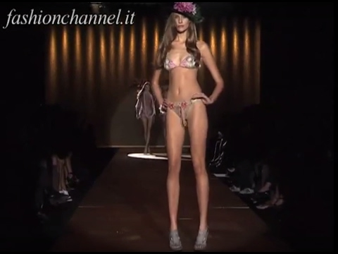 PINUP STARS  SS 2010 Milano pret a porter women 2 of 4 by Fashion Channel