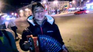 Мальчик Тайсон из Одессы поет в Тюмени душевные песни(Подробнее в новости http://news.megatyumen.ru/news/society/152326/, 2015-03-19T08:15:42.000Z)