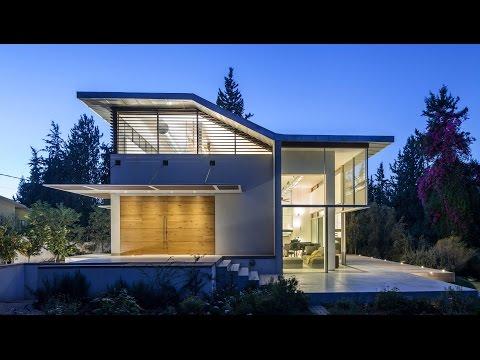 Kedem Shinar bases boxy Israel home on Bauhaus architecture