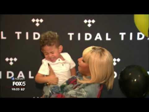 Nicki Minaj Shows Up at Store in Manhattan, Fans Go Nuts