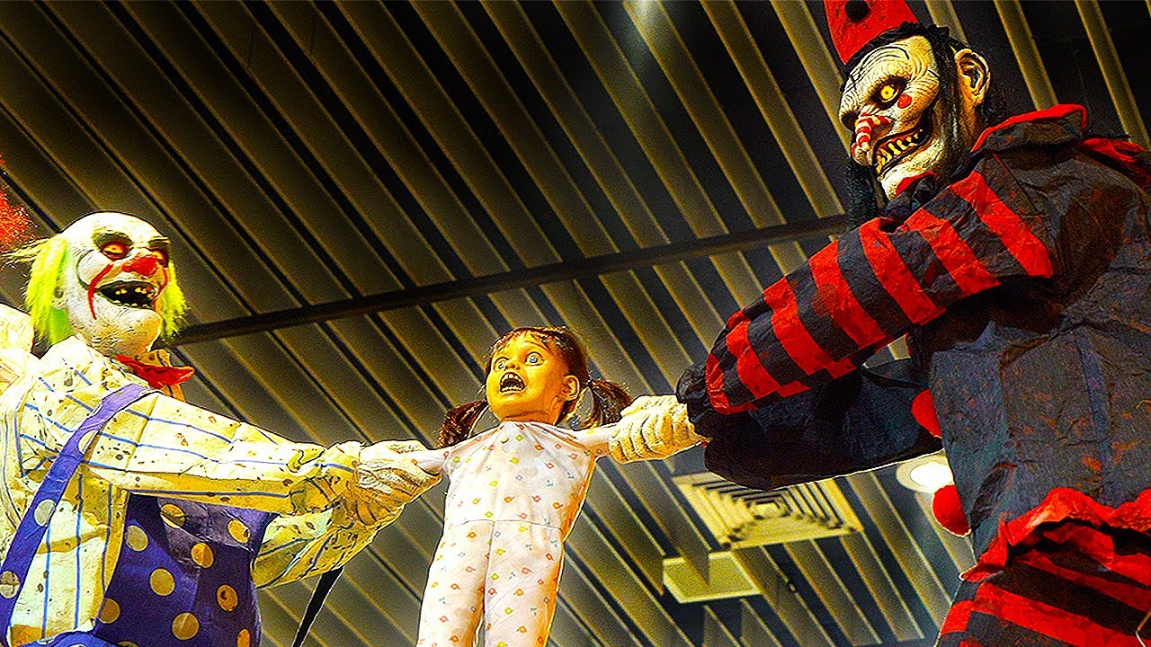 CRAZY Scary Clowns at Halloween Shows USA | Props, Animatronics & SFX