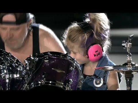 A little girl on stage with Metallica - Seek & Destroy Live at Comerica Park in Detroit, 7 12 17
