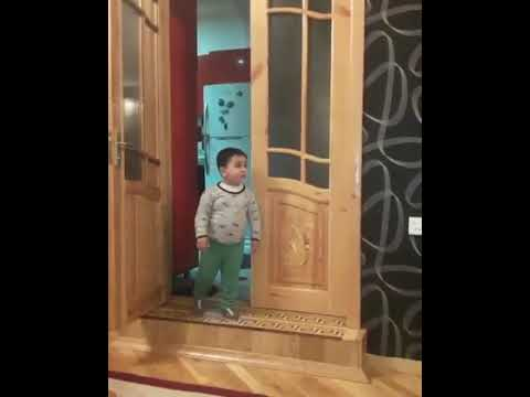 18+ Azerbaycanli ailede terbiyyesiz boyuyen usaq. Diqqet soyus var