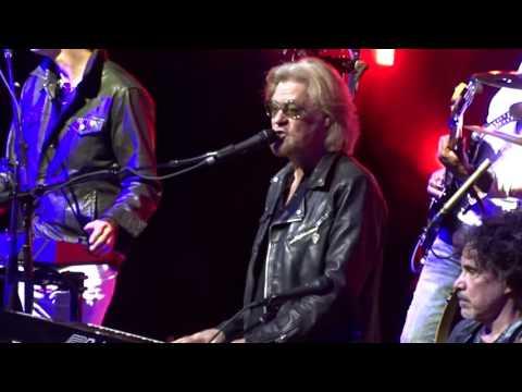 Hall & Oates - Kiss On My List - TD Garden, Boston 6-24-2017