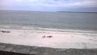 plage de sable blanc concarneau