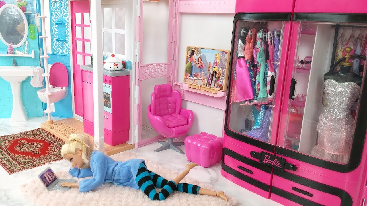 Barbie bedroom house morning routine barbie scooter - Camera da letto di barbie ...