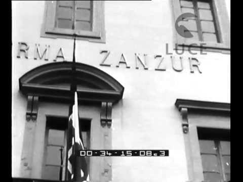 La cerimonia d'inaugurazione di alcune opere del Fascismo.