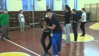 8 классы на уроке физической культуры