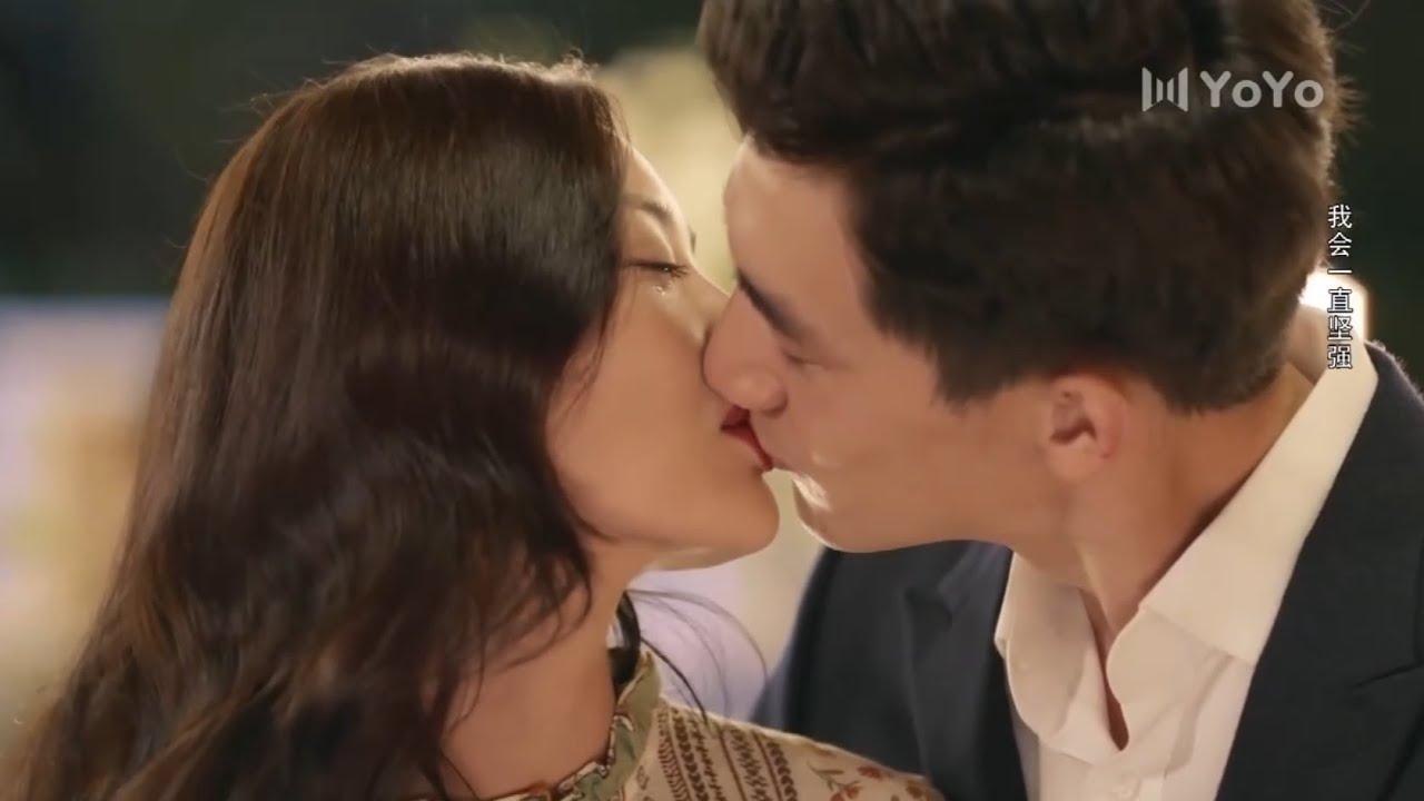 霸總為給女主一個浪漫求婚故意裝瘸,女主感動熱淚盈眶,兩人甜蜜擁吻💕中国电视剧
