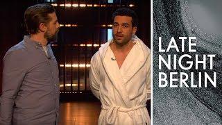 Elyas M'Barek unterbricht aktuelle Themen | Stand-Up | Late Night Berlin | ProSieben
