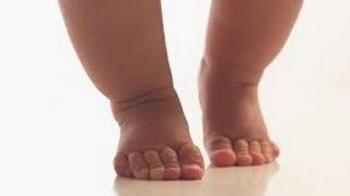 видео Первая обувь для малыша: как выбрать и когда покупать? Какая должна быть первая обувь для малыша?