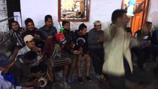 尼泊爾鼓手與歌者