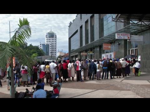Video: Threat of economic crisis still looms in Zimbabwe
