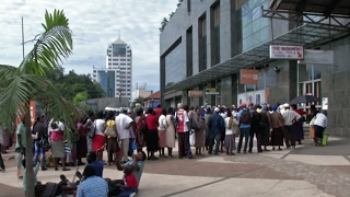 Video  Threat of economic crisis still looms in Zimbabwe
