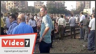 بالفيديو.. زحام شديد بمحطة مصر بعد انقلاب عربتى قطار