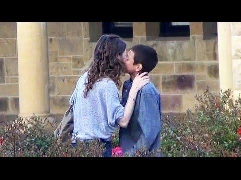 Mujeres dandose besos de lengua - 2 part 6